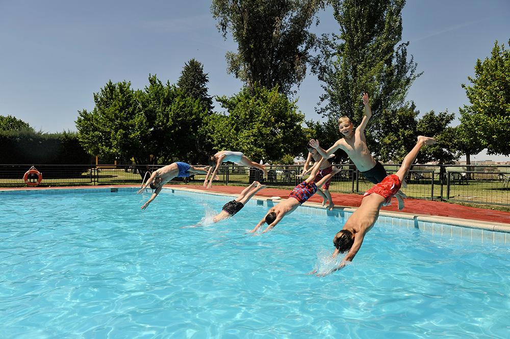 Summer camps in salamanca enfocamp for Aquatic sport center jardin balbuena